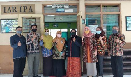 Bersama Jurusan Biologi FMIPA UM, Guru SMA se-Blitar Menyusun Intrumen Asesmen Autentik